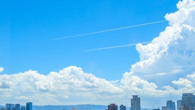 青空に浮かぶ入道雲
