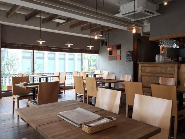 落ち着いた雰囲気のカフェ