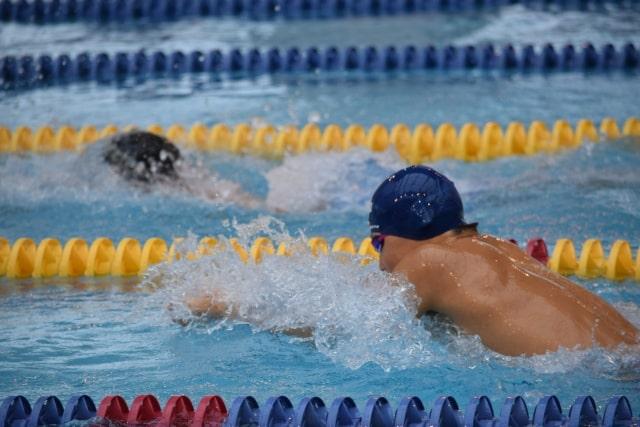 競泳の平泳ぎ